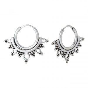 Zilveren Bali hoop oorbel met versiersels