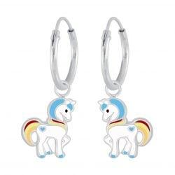 Zilveren unicorn oorbel met blauw geel en rood en een blauw hartje