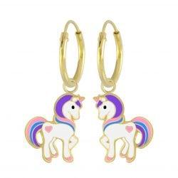 Gold plated unicorn oorbel met verschillende kleurtjes en een roze hartje